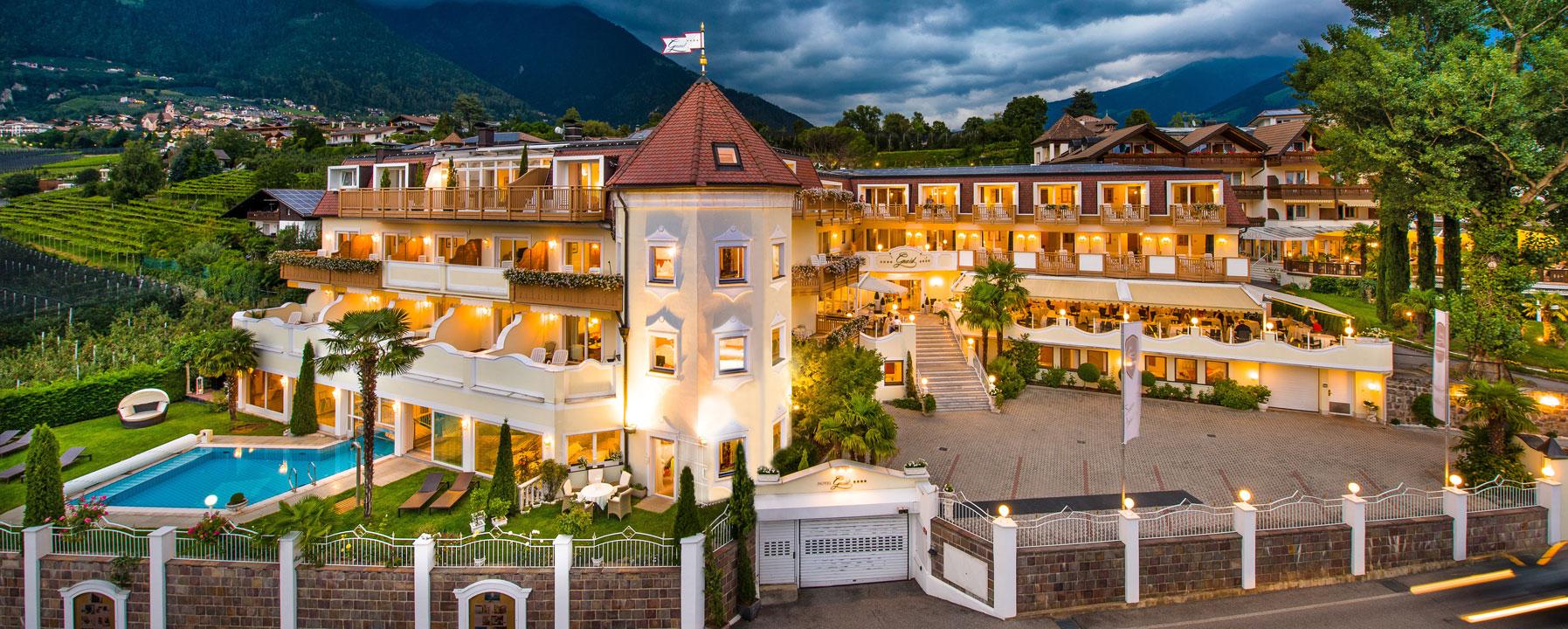 Hotel gnaid a tirolo vicino a merano benessere montagna - Hotel in montagna con piscina ...