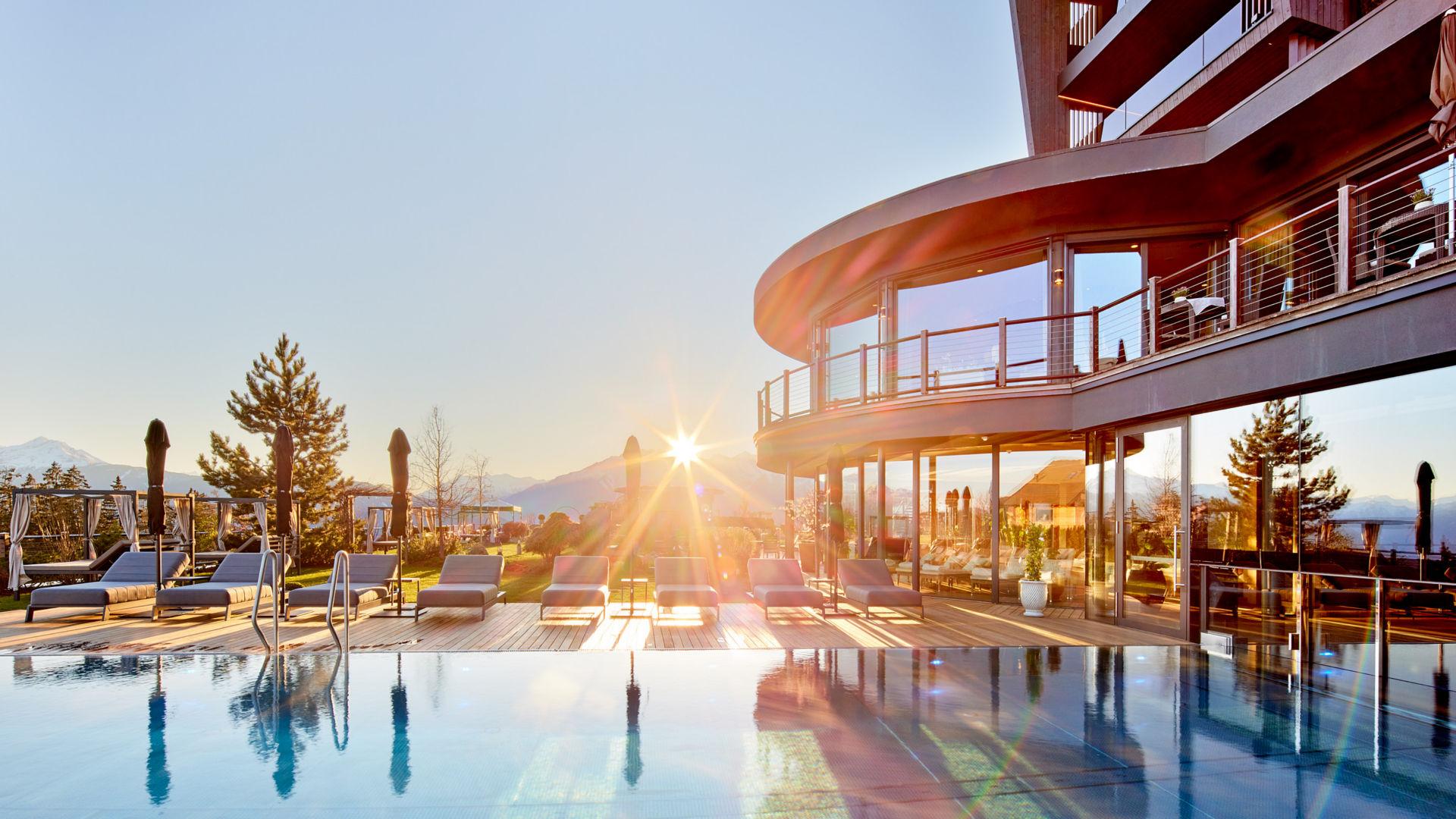 Hotel Benessere Mirabell Avelengo - Tramonto su piscina panoramica