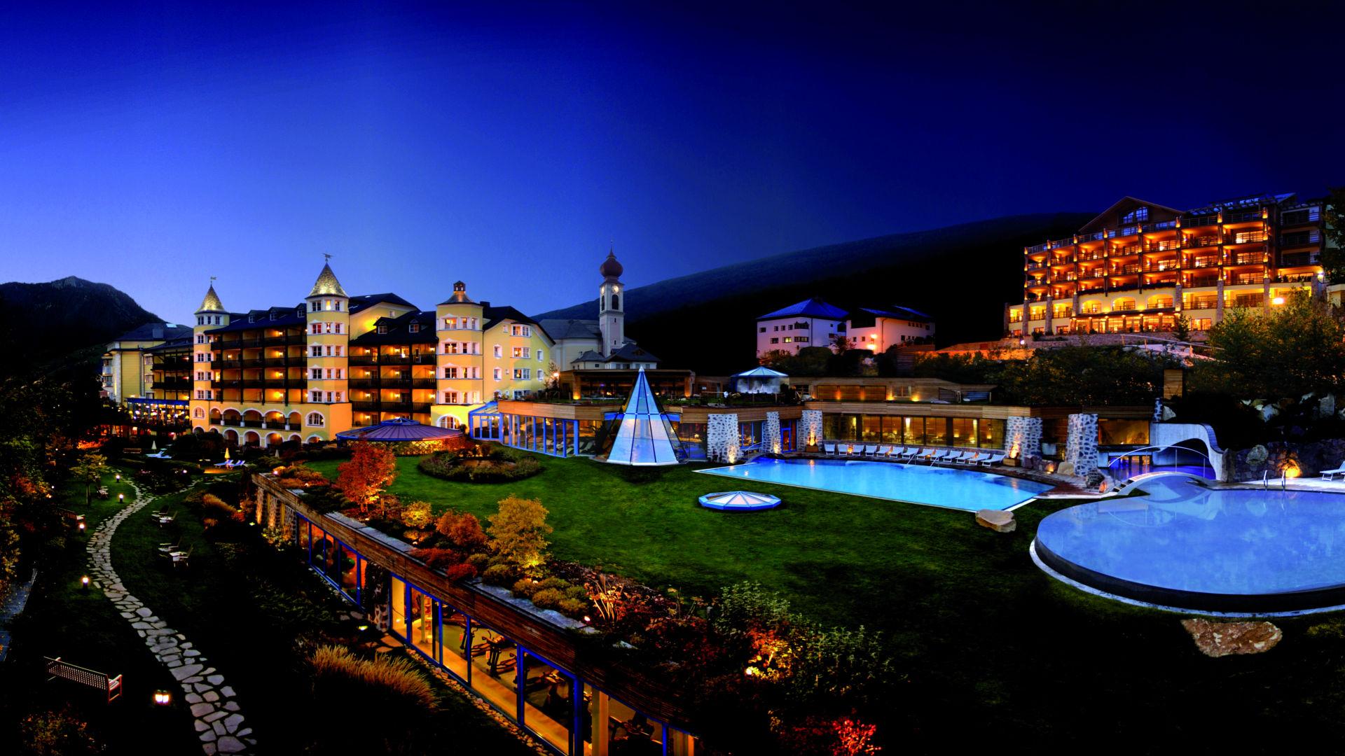 Hotel Adler Dolomiti - Piscine esterne & Spa in Trentino Alto Adige
