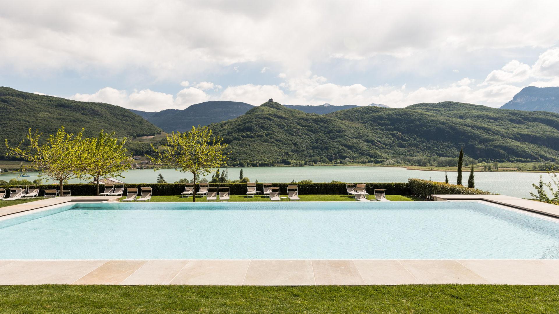 Hotel Hasslhof Benessere - piscina infinity lago di caldaro