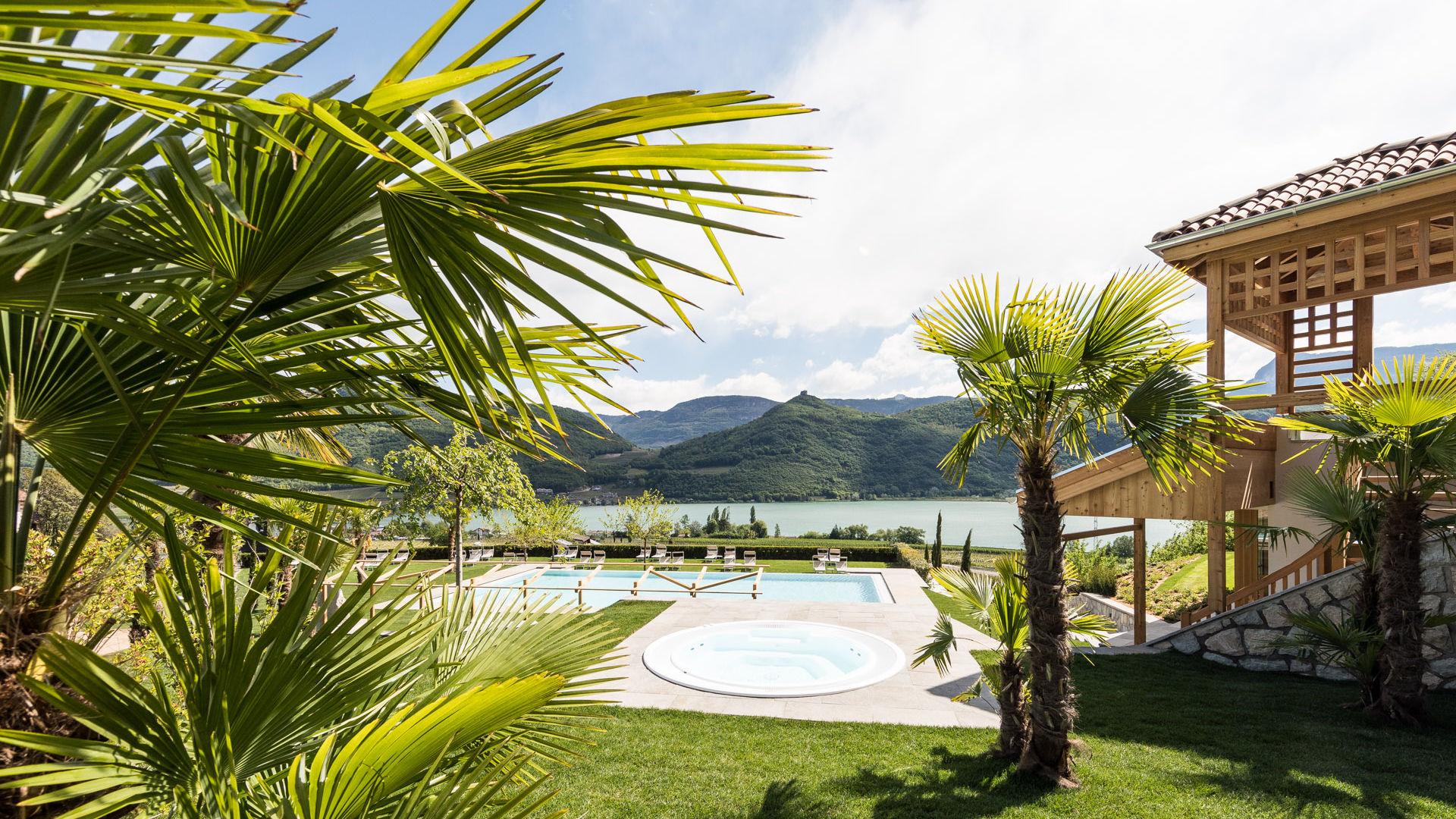 Spa Hotel Hasslhof con piscina infinity sul lago di Caldaro